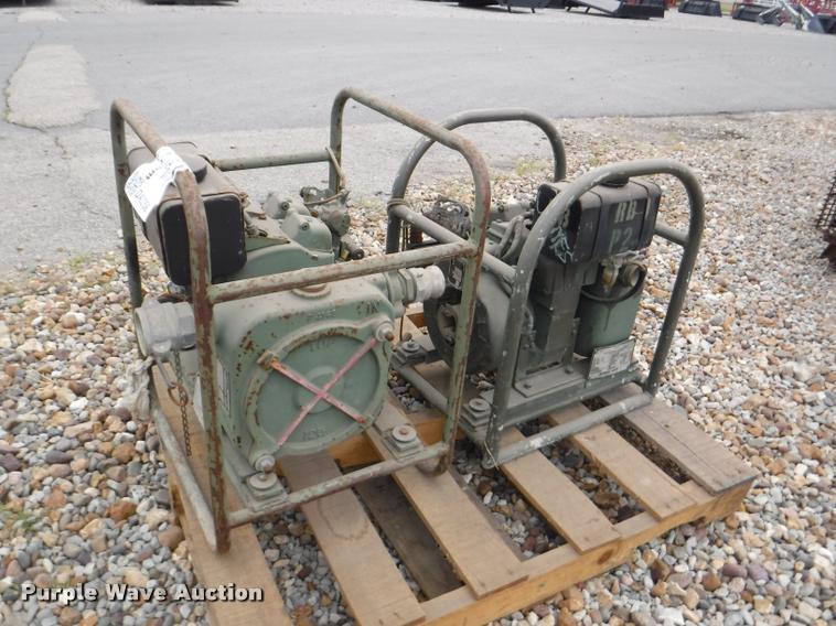 (2) 1978 Wisconsin FSM4320 542 3347 pumps