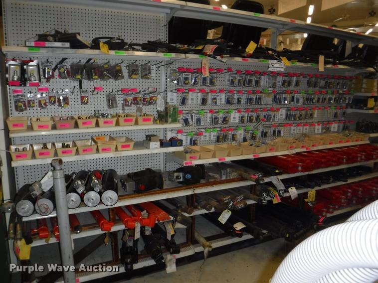 Hydraulic cylinder hardware