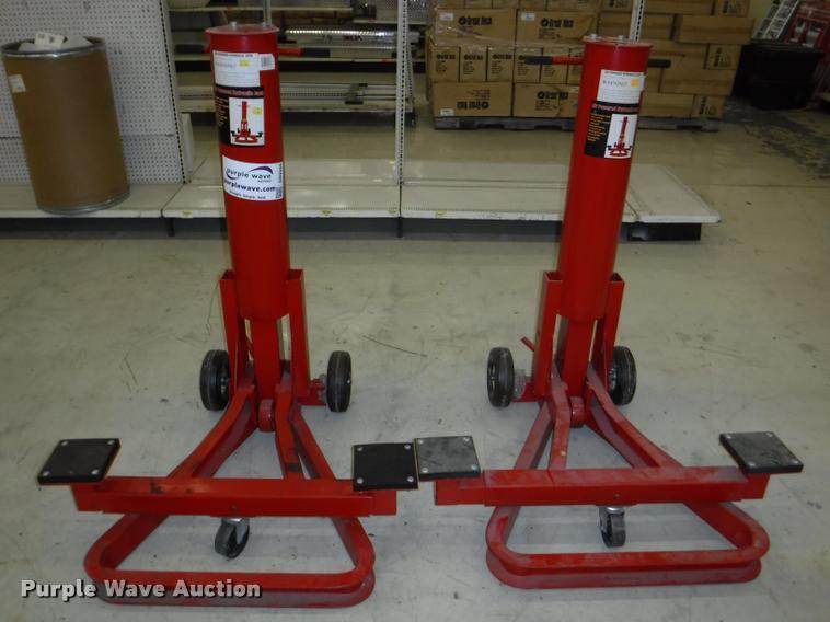 (2) hydraulic jacks