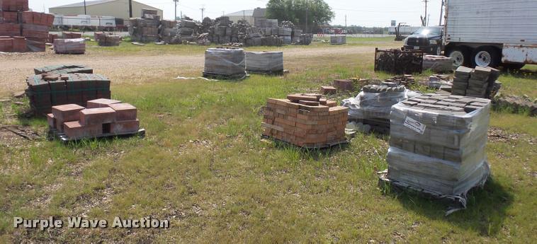 Approximately 12 pallets of landscape blocks