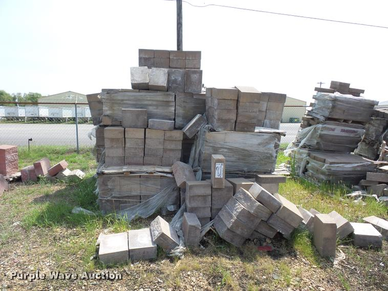 Retaining wall blocks and caps