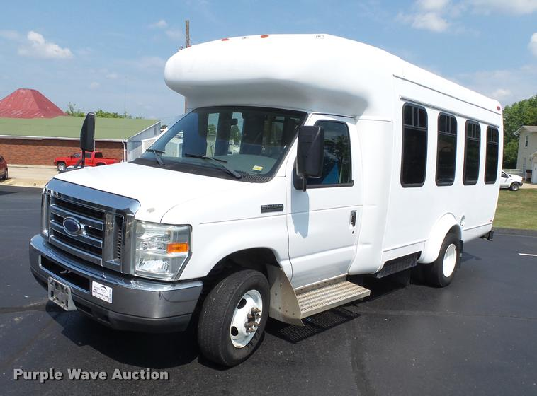 2008 Ford E350 Super Duty shuttle bus