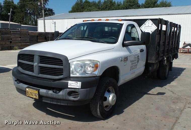 2007 Dodge Ram 3500 flatbed pickup truck