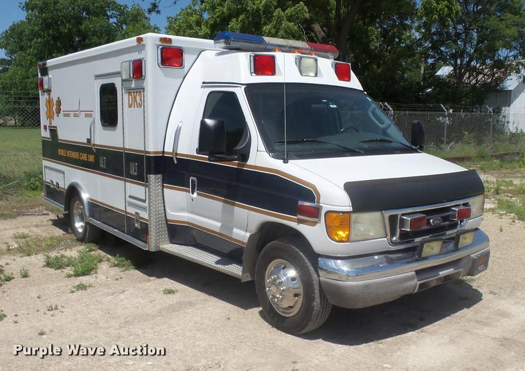 2003 Ford Econoline E450 Super Duty ambulance
