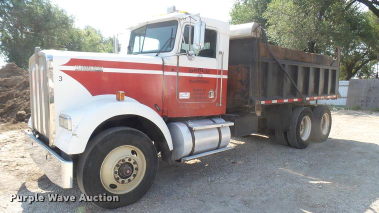 1983 Kenworth W900 dump truck
