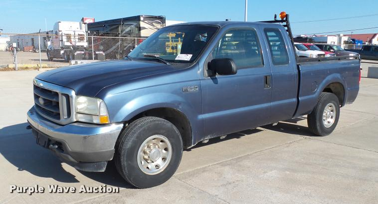 2004 Ford F250 Super Duty XLT SuperCab pickup truck