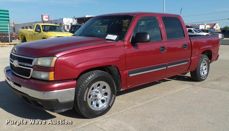 2006 Chevrolet Silverado 1500 Crew Cab pickup truck