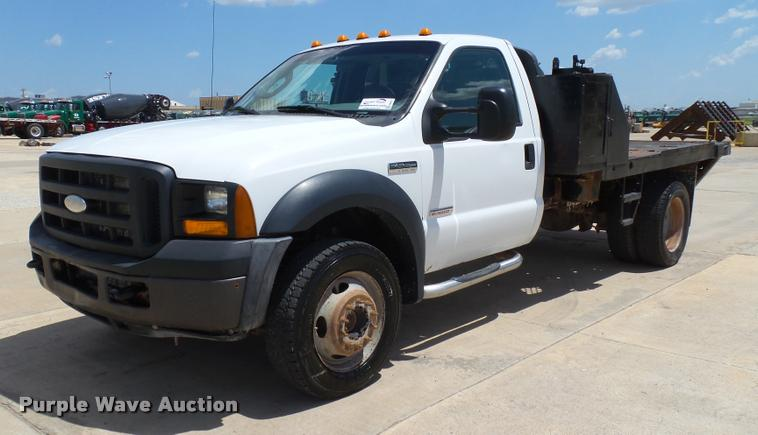2006 Ford F550 Super Duty XL flatbed truck