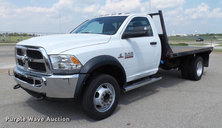 2014 Dodge Ram 4500 flatbed truck