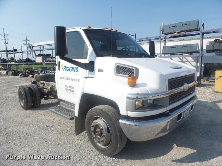 2005 Chevrolet C5500 truck cab and chassis