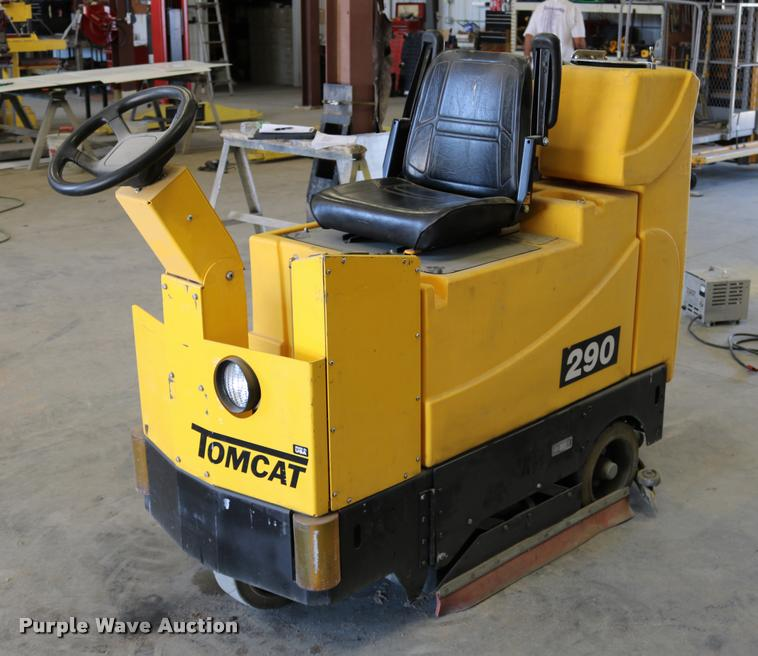 Tomcat 29 floor machine