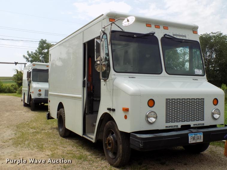 2003 Workhorse P42 delivery truck