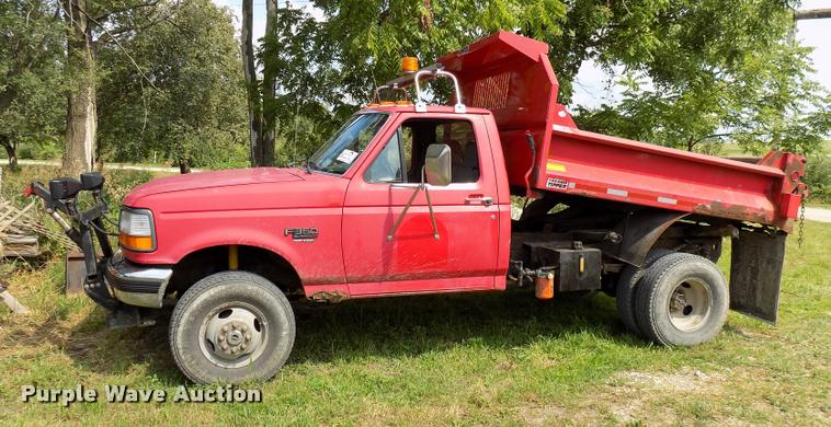1997 Ford F350 Super Duty XL dump bed pickup truck