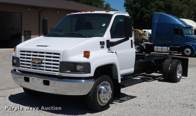 2004 Chevrolet 5500 cab and chassis