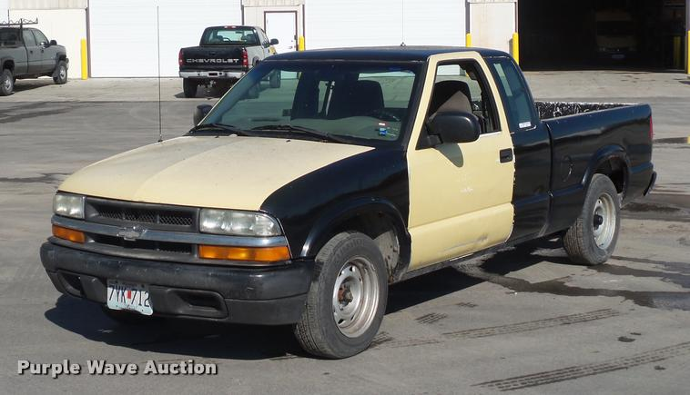 2003 Chevrolet S10 Ext. Cab pickup truck