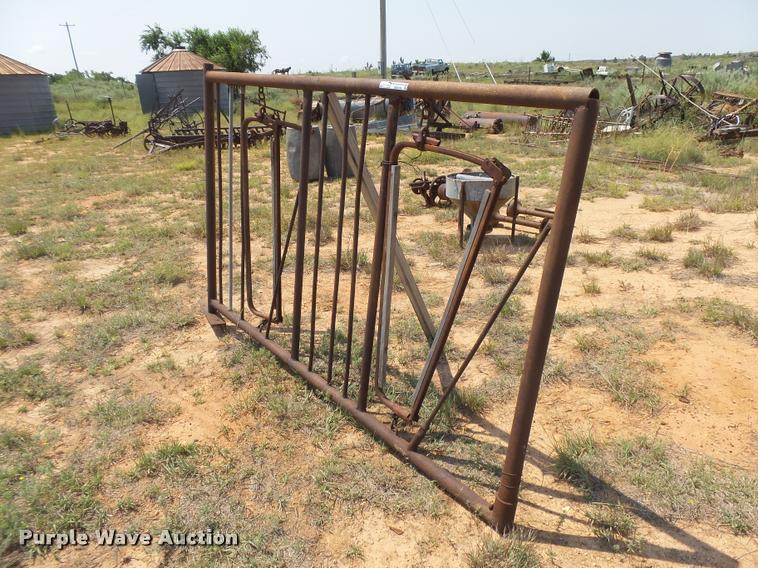 Double stanchion gate