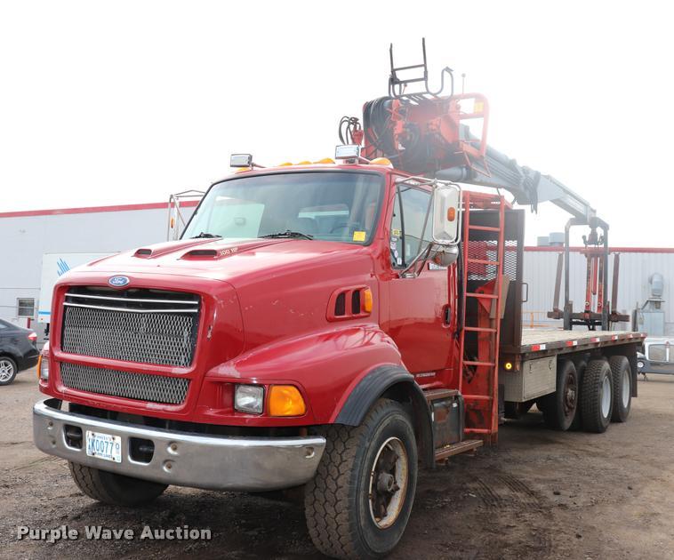 1997 Ford LT9513 Louisville 113 crane truck