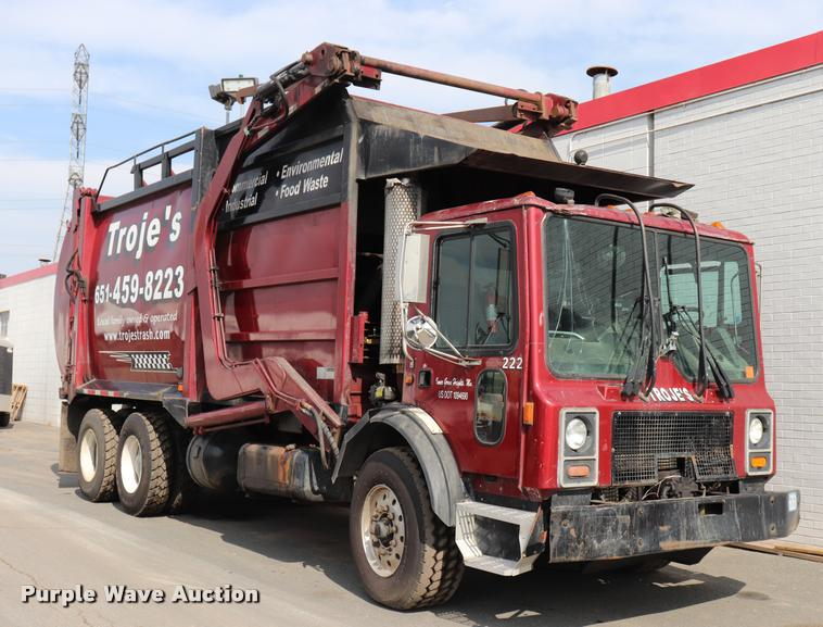 2002 Mack MR690S refuse truck