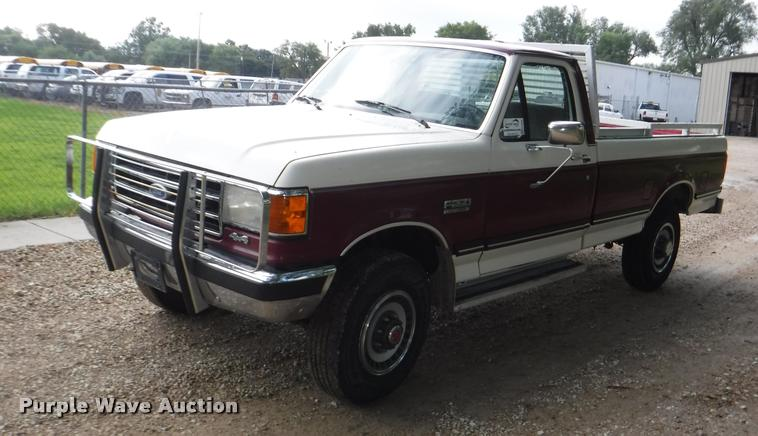 1990 Ford F250 HD XLT Lariat pickup truck