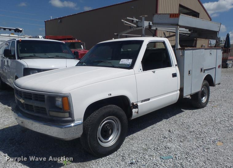 1995 Chevrolet C3500 utility bed pickup truck