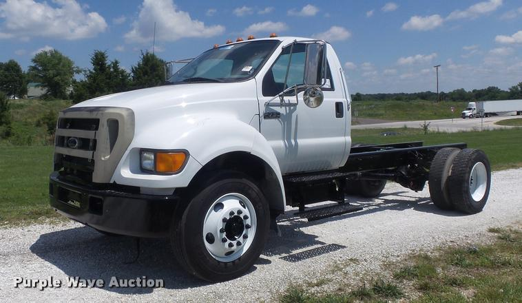 2004 Ford F750 Super Duty XL truck chassis