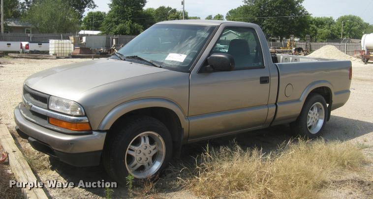 1999 Chevrolet S10 pickup truck