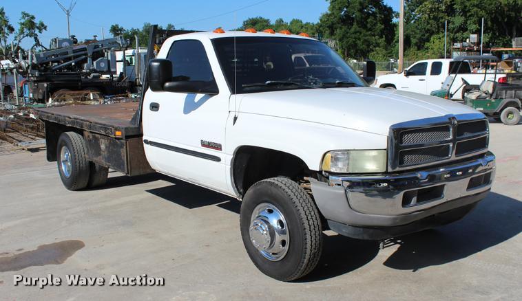 2002 Dodge Ram 3500 SLT flatbed pickup truck