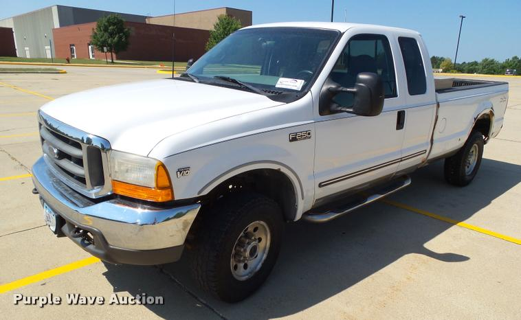 2000 Ford F250 Super Duty SuperCab pickup truck