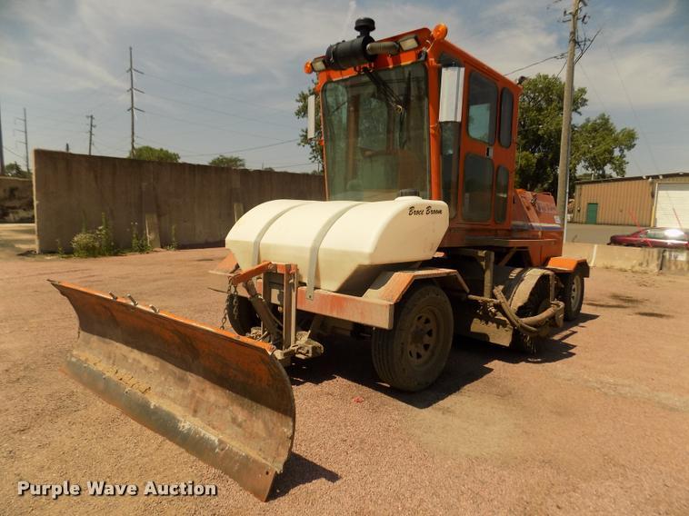 Broce RCT-350 pavement broom