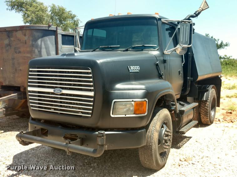 1995 Ford LS8000 water truck