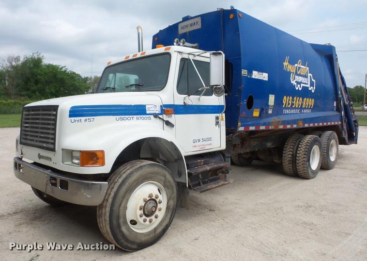 1992 International 4900 refuse truck