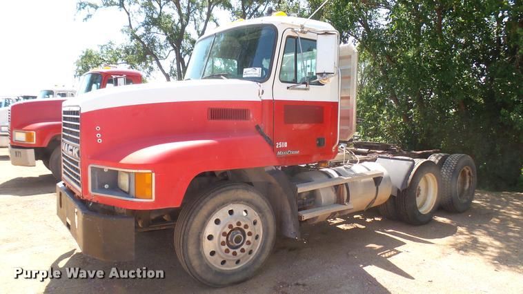 1999 Mack CH613 semi truck