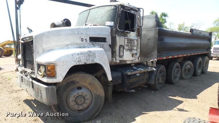 1993 Mack CH613 dump truck
