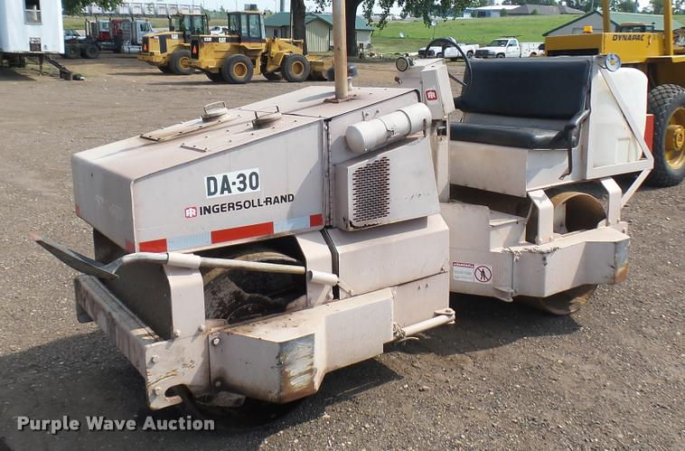 Ingersoll Rand DA30 vibratory double drum roller