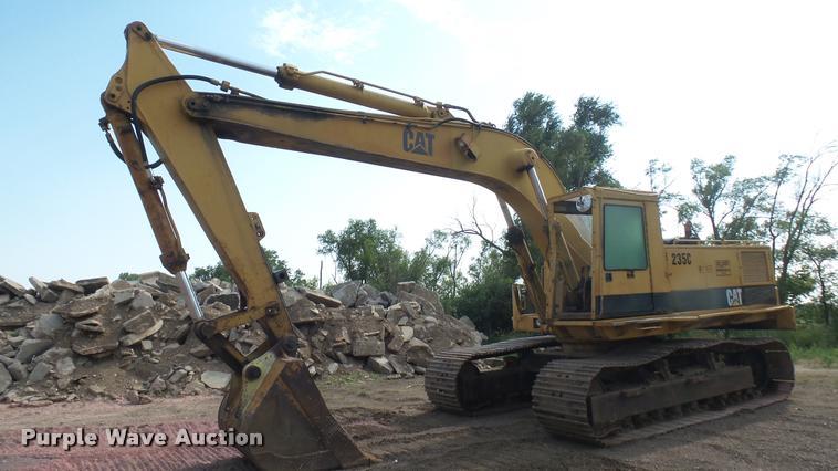 1990 Caterpillar 235C excavator