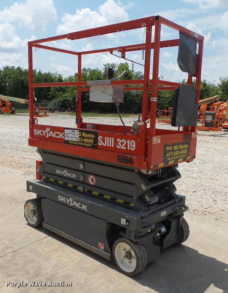 2015 Sky Jack SJIII 3219 scissor lift