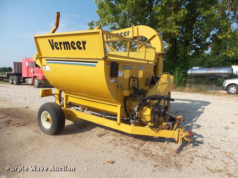 Vermeer Top Gun bale shredder