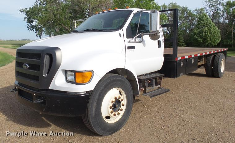 2004 Ford F650 Super Duty flatbed truck