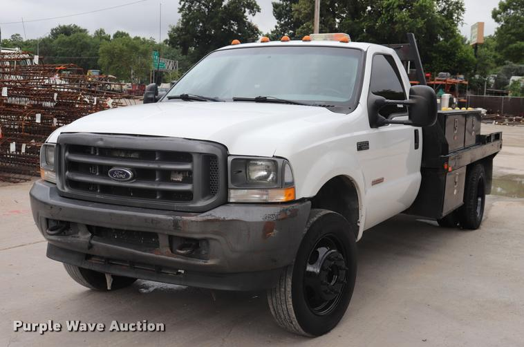 2003 Ford F550 Super Duty flatbed truck