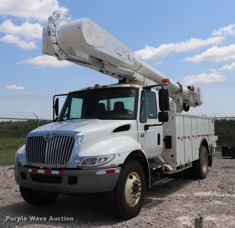 2007 International DuraStar 4300 bucket truck
