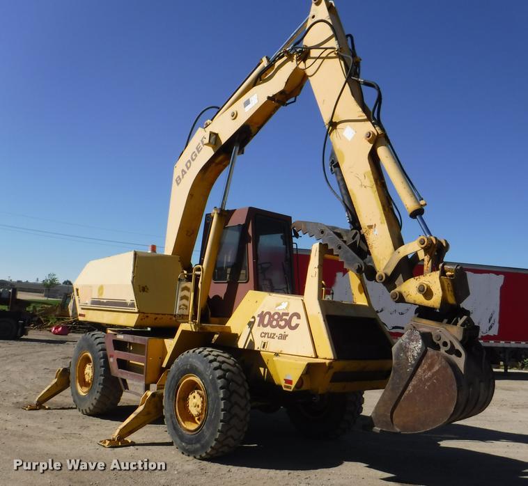 Badger 1085C Cruiz-Air rubber tire excavator