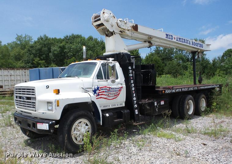 1993 Ford FT900 crane truck