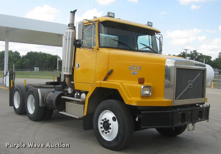 2000 Volvo ACL semi truck