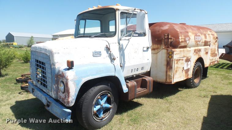 1971 Ford 700 propane fuel truck
