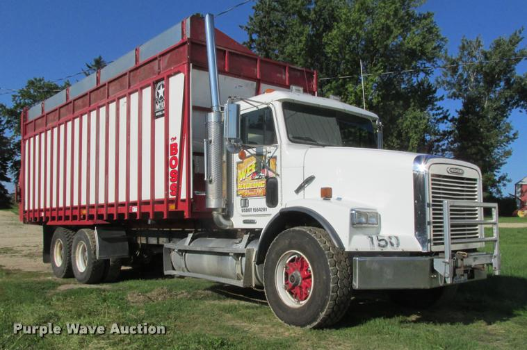 1997 Freightliner FLD112SD silage truck