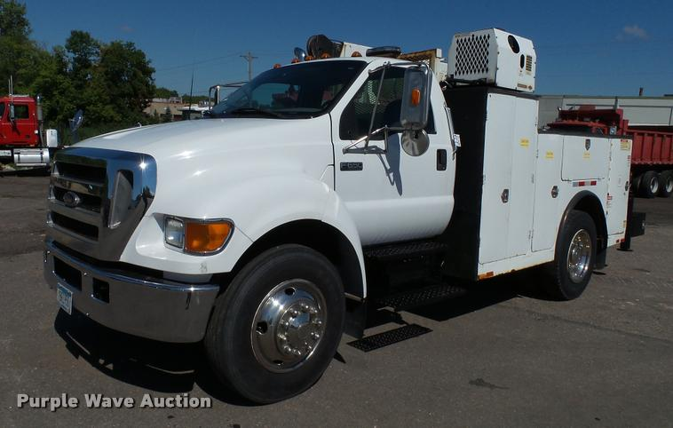 2005 Ford F650 Super Duty XLT service truck with crane