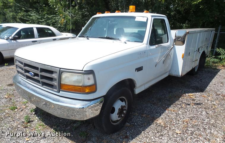 1994 Ford F350 utility bed pickup truck