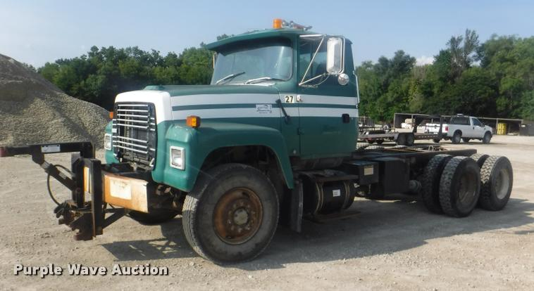 1994 Ford LT9000 truck cab and chassis