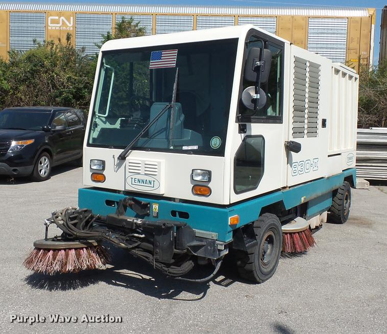Tennant 830 Series II street sweeper