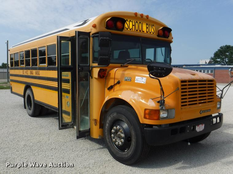 2001 International 3800 Blue Bird school bus